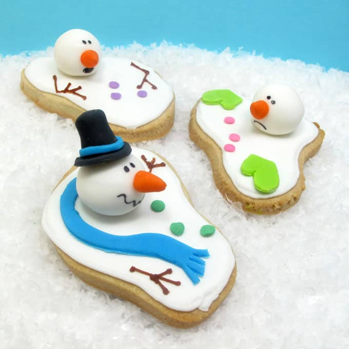 the ORIGINAL melting snowman cookie - the very first version of the now-traditional Christmas cookie created by TheDecoratedCookie.com #meltedsnowmancookies