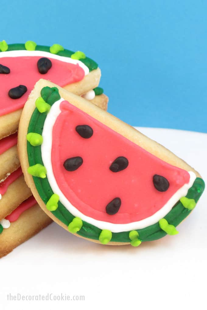 Summer dessert idea: Make watermelon cookies, decorated cookies for summer parties, BBQs, 4th of July, pool parties and more. #watermeloncookies
