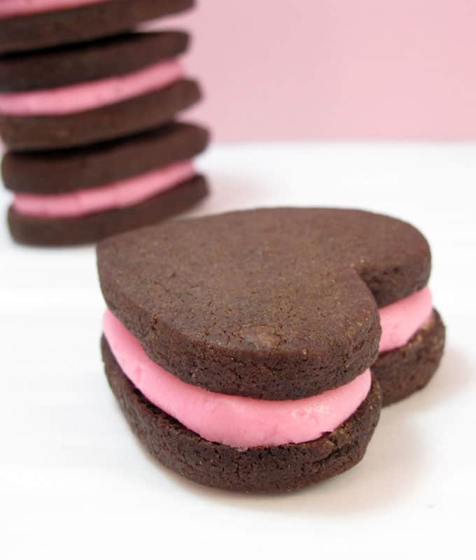 chocolate heart sandwich cookies for Valentine's Day -- the decorated cookie