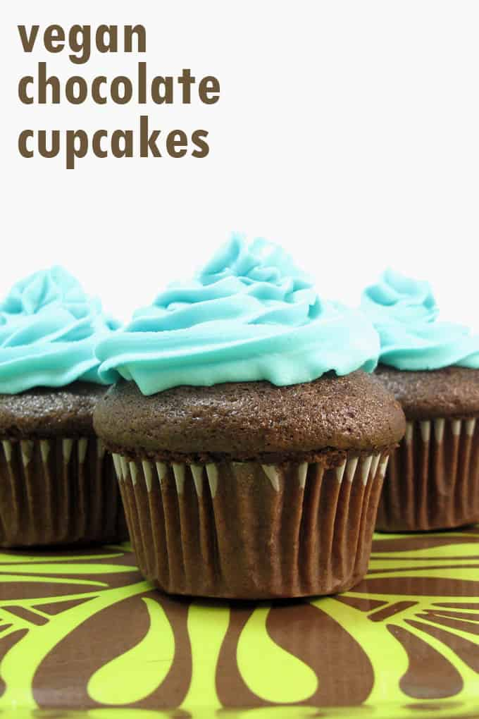 How to make delicious vegan chocolate cupcakes and decorate with a vegan buttercream frosting. Vegan recipes. #VeganCupcakes #VeganFrosting