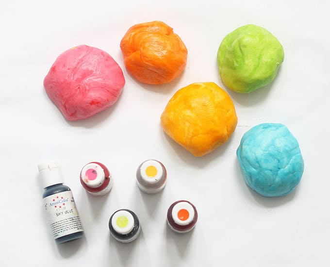 food coloring and marshmallow fondant