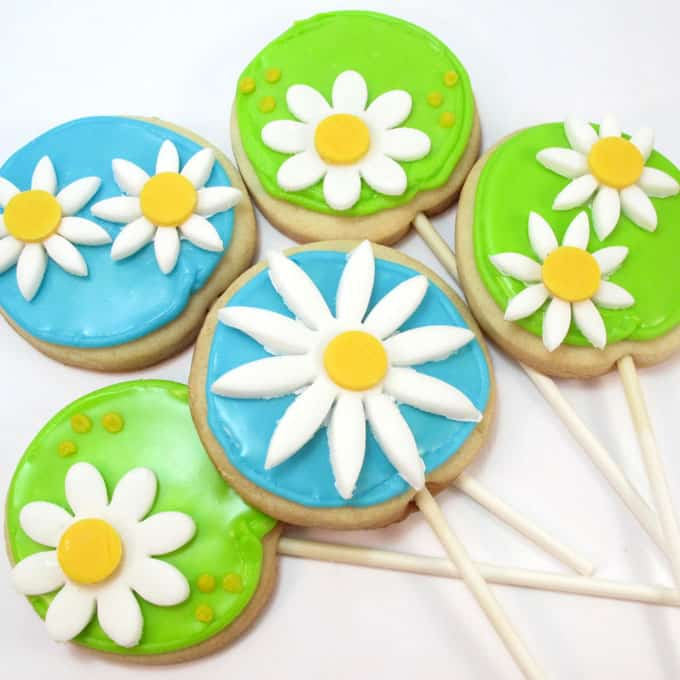 daisy cookie pops topped with fondant flowers -- a cute fun food idea for spring