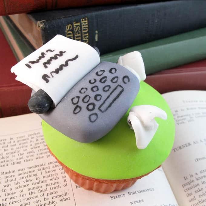 typewriter cupcake toppers: How to make a fondant typewriter