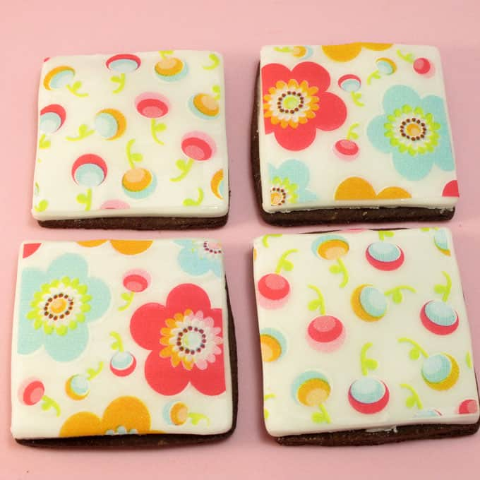 Edible wafer paper cookies: How to use edible sugar sheets printed with designs on icing, fondant, or frosting to decorate cookies, cupcakes, and cakes. #cookiedecorating #fondant #SugarSheets #waferpaper