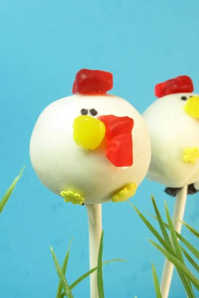 Hen cake pops -- how to make chicken or hen cake pops, a perfect addition to a farm themed birthday party.