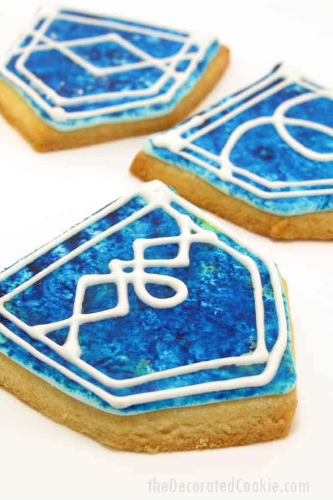 Jeans cookies: How to sponge paint on cookies to make these 1980s Jordache-inspired jeans cookies.