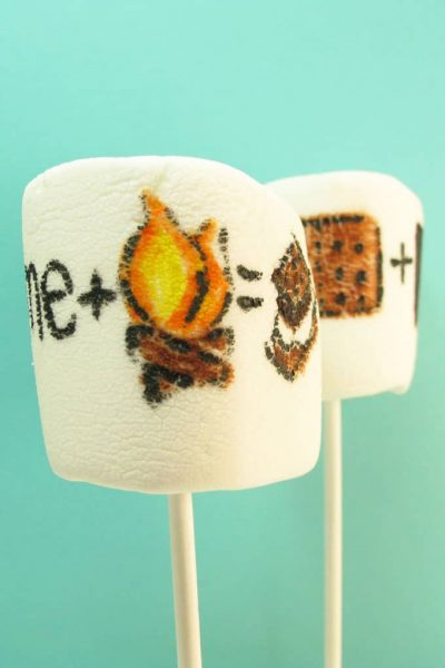 """s'mores marshmallow art: how to draw """"s'mores"""" on marshmallows with food coloring pens for a fun summer treat idea #smores #marshmallows #summer"""