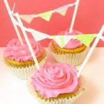 cupcake bunting: Dress up your birthday cupcakes with paper bunting.