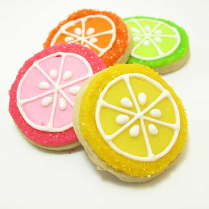 Lemonade Cookies: how to decorate lemonade cookies, a fun summer treat idea #LemonadeCookies #SummerCookies