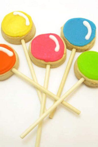 Lollipop cookie pops: How to make cute Dum Dum lollipop cookies. #lollipops #Lollipopcookies #cookiePops #DecoratedCookies #DumDumLollipops