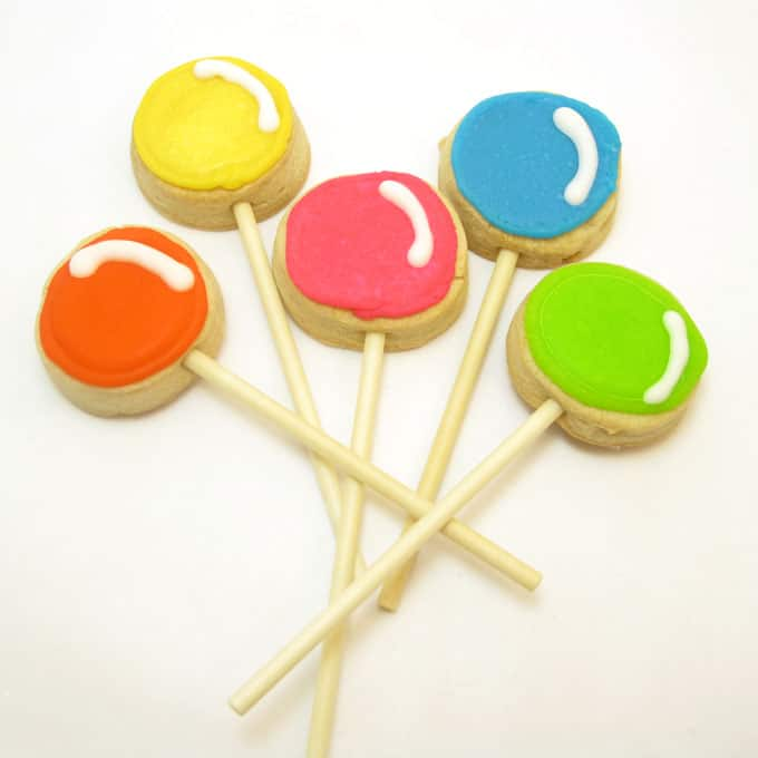 Lollipop cookie pops: How to make cute Dum Dum lollipop cookies. #lollipops #Lollipopcookies #cookiePops #DecoratedCookies #DumDumLollipops