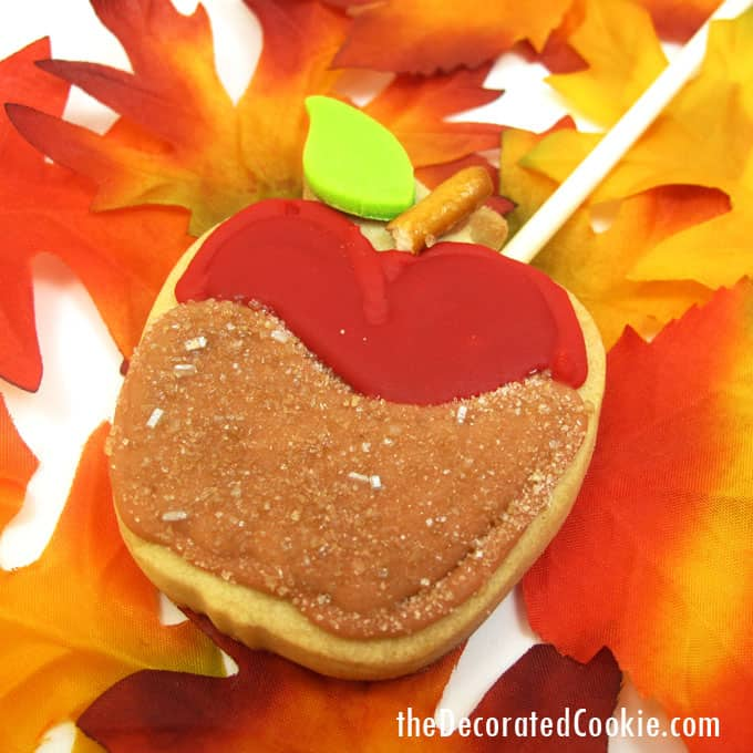 Caramel apple cookies: How to decorate caramel apple cookies on a stick for a fun Fall dessert idea. #CaramelApples #CandyApples #FallDessert #Cookies #Cookiedecorating