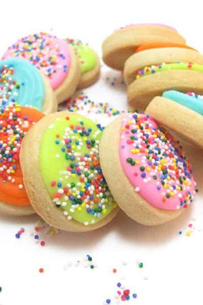 sprinkle birthday cookies -- fun and easy decorated cookies for a birthday #BirthdayCookies #sprinkles