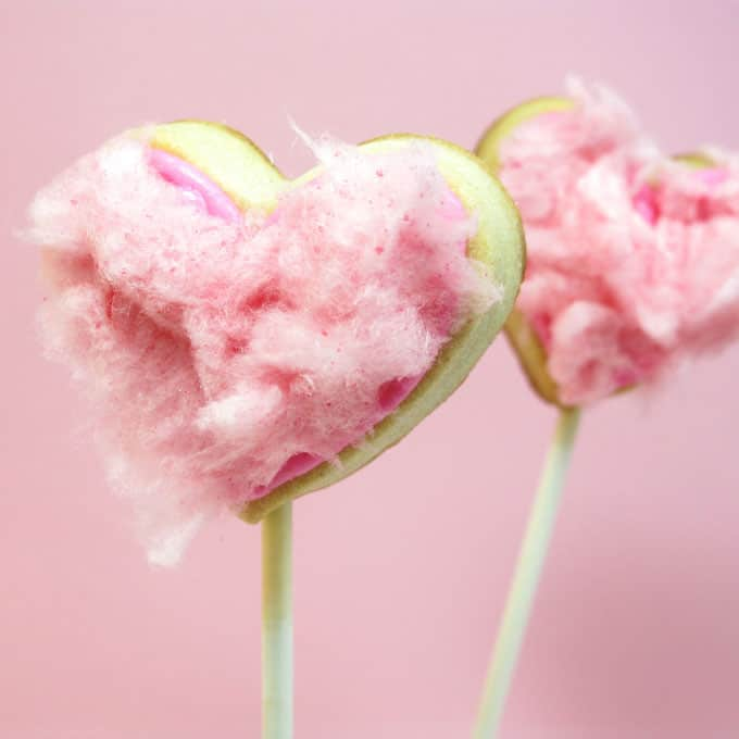 cotton candy heart cookie pops for Valentine's Day -- the decorated cookie #ValentinesDay #heartcookies #cookiepops #cottoncandy