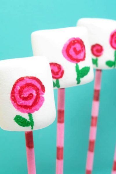 How to drawmod rose marshmallows and cookies for Valentine's Day with food writers.