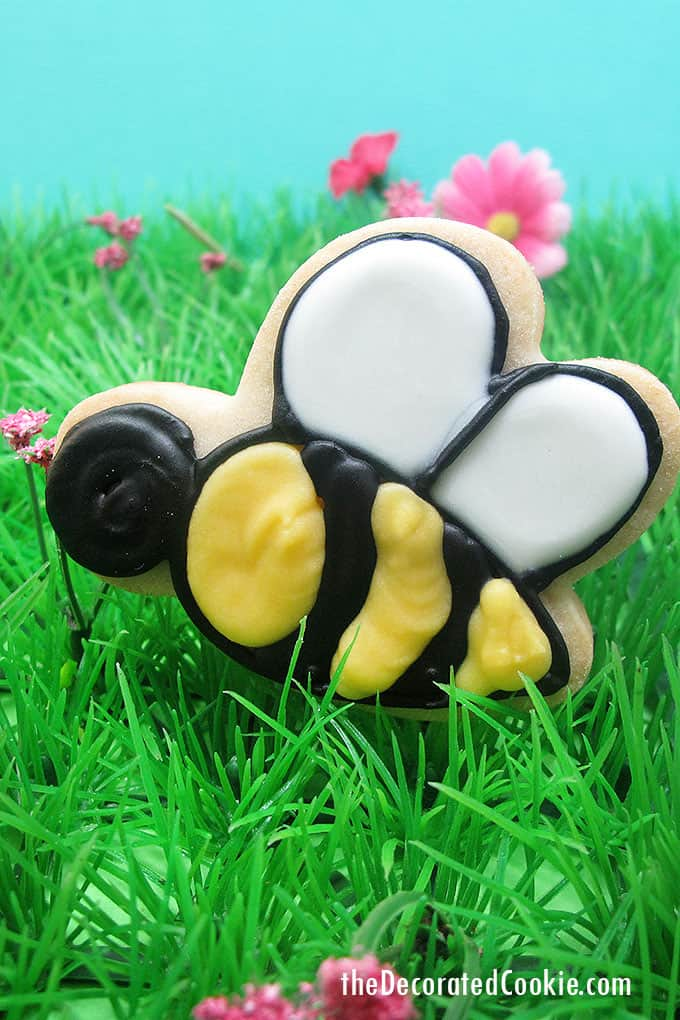 bumble bee decorated cookie