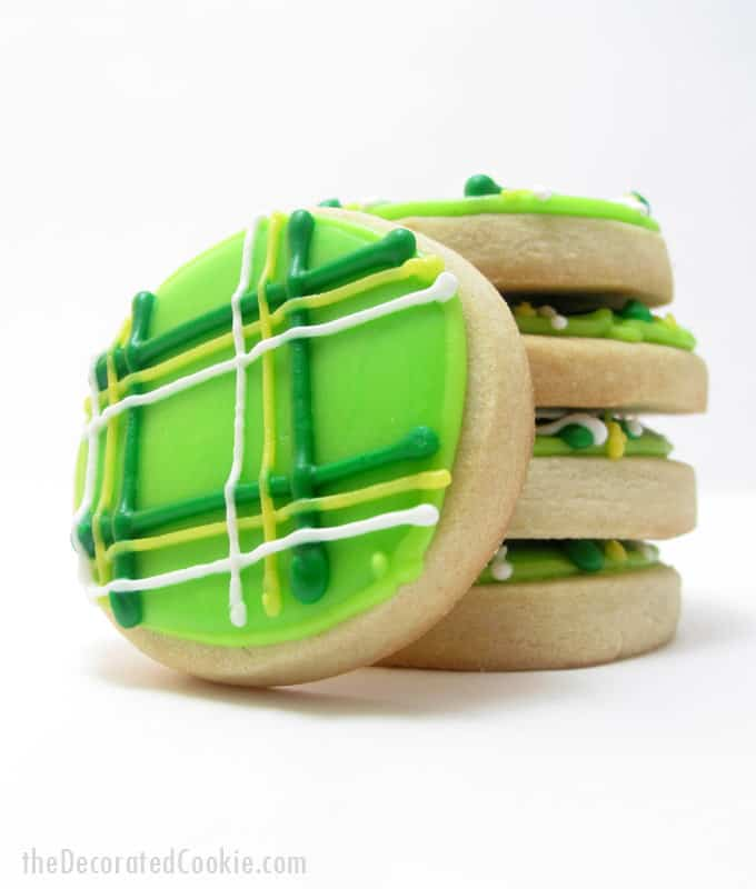 How to decorate plaid cookies for St. Patrick's Day -- fun food idea for St. Patrick's Day #StPatricksDay #cookies #cookiedecorating #plaid