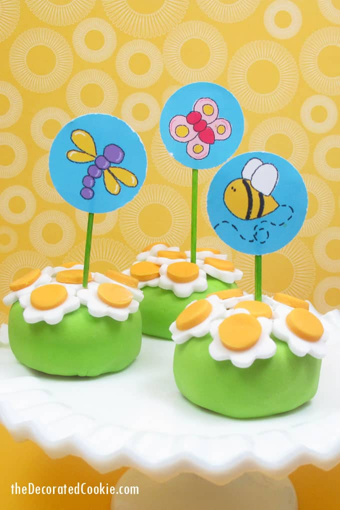 Oreo Cakester daisy petits fours with bee and bug printable