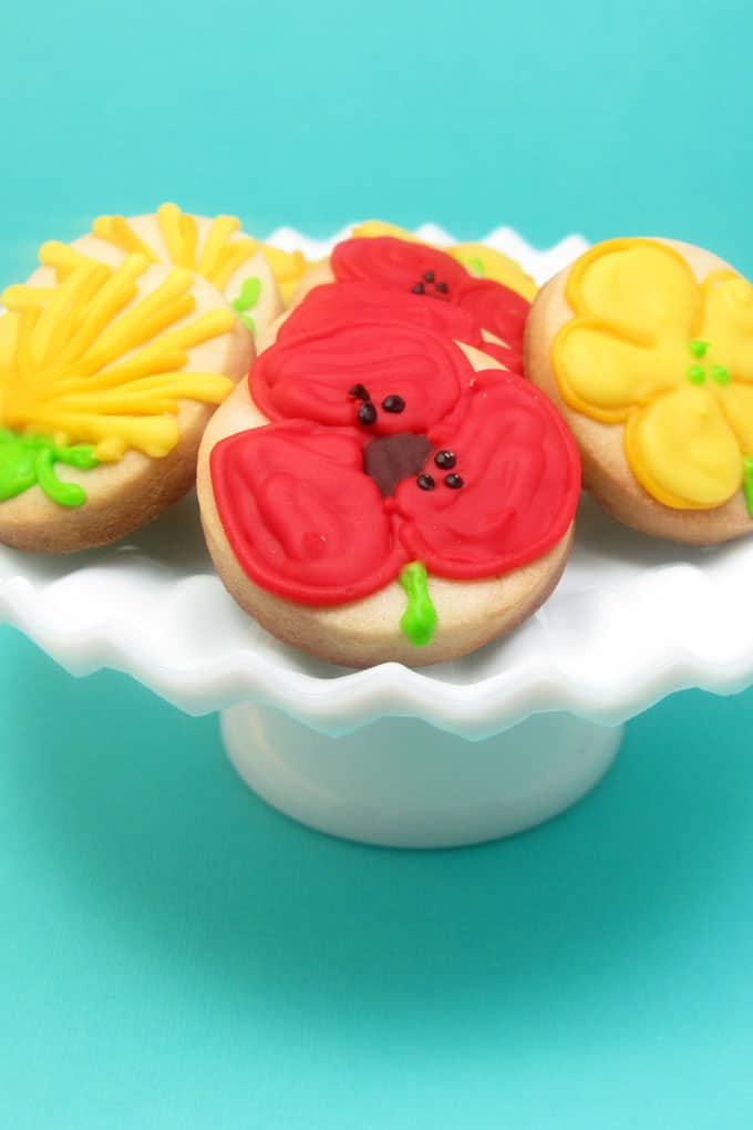 how to decorate wildflower cookies -- #wildflowers #cookiedecorating
