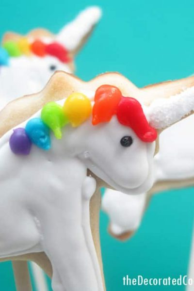 RAINBOW UNICORN PARTY: How to decorate rainbow and unicorn cookies and how to make rainbow party decorations.