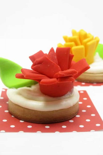 Fondant flowers: Easy, bold, colorful 3D fondant flowers for cookies, cupcakes, and cakes. #fondant #Cakedecorating #flowers #cookiedecorating