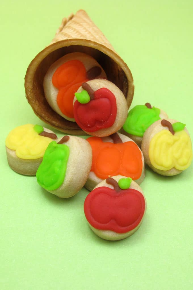 cornucopia cookies for Thanksgiving -- decorated cookie idea