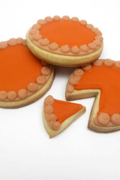 Pumpkin pie cookies: Thanksgiving cookie decorating idea