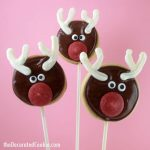 Simple Rudolph cookies on a stick -- a fun decorated Christmas cookie -- decorated cookie ideas for Christmas -- fun food ideas for the holidays
