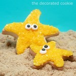 http://thedecoratedcookie.com/2011/08/bye-to-summer-super-easy-starfish-cookies/