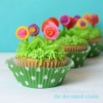 spring cupcakes: royal icing flowers