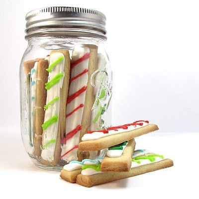 Christmas cookie sticks in a jar: Fun Christmas cookie idea #christmascookies