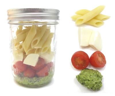 mason jar meal -mason jar pesto pasta salad