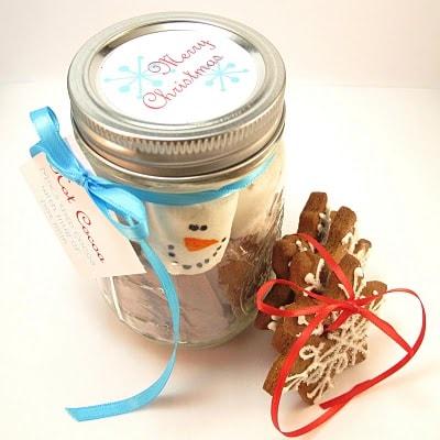 christmas food gifts marshmallow snowman hot cocoa jars - hot chocolate handmade Christmas gift idea -mason jars