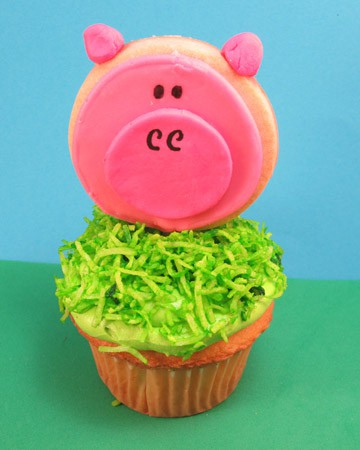 Pig Cookies On A Stick Cute Fun Food Idea For A Farm Or Barn Party