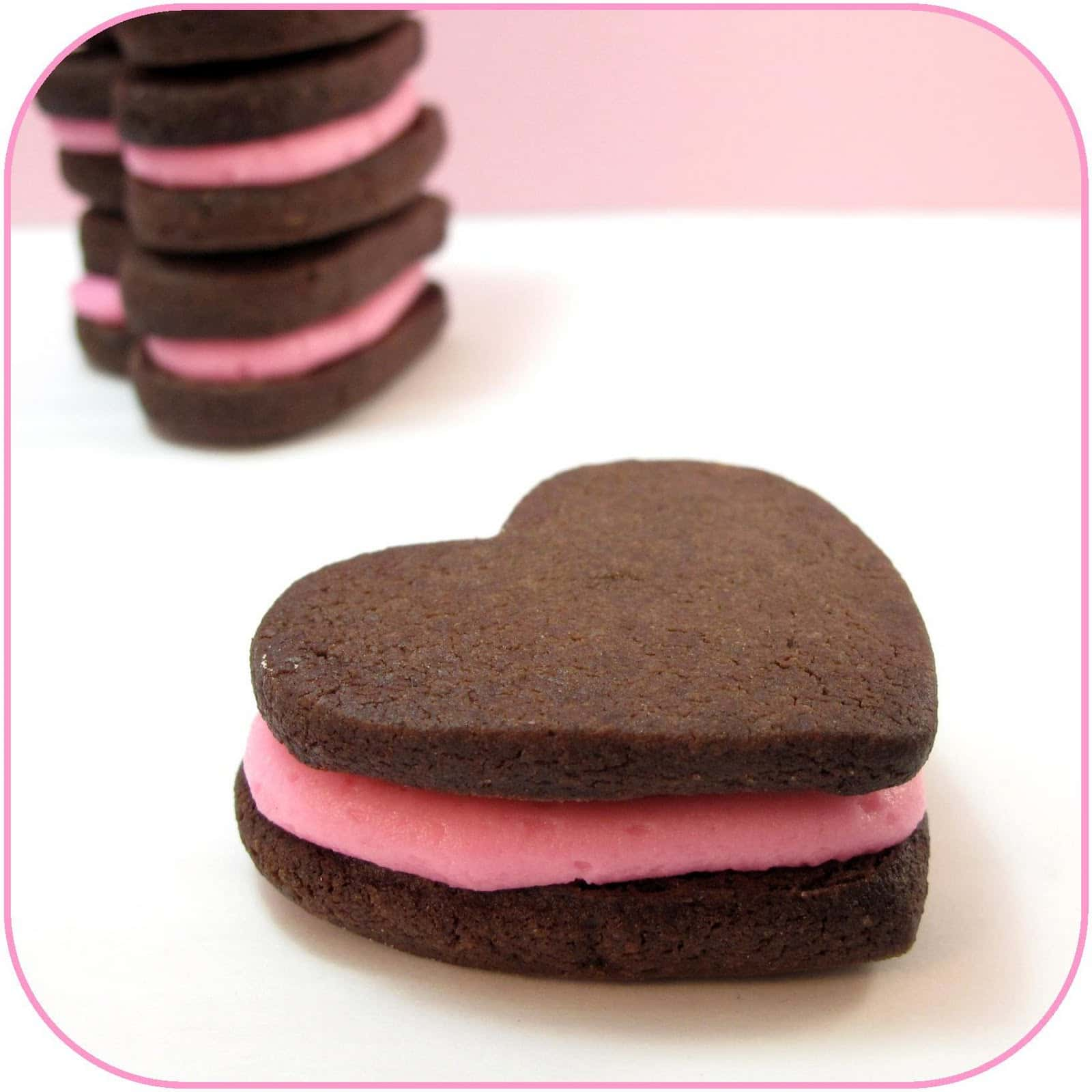 These pink-filled chocolate heart sandwich cookies are a lovey dovey ...
