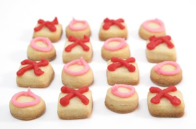 hugs and kisses cookies, bite sized cookies for Valentine's Day #ValentinesDay #Cookies