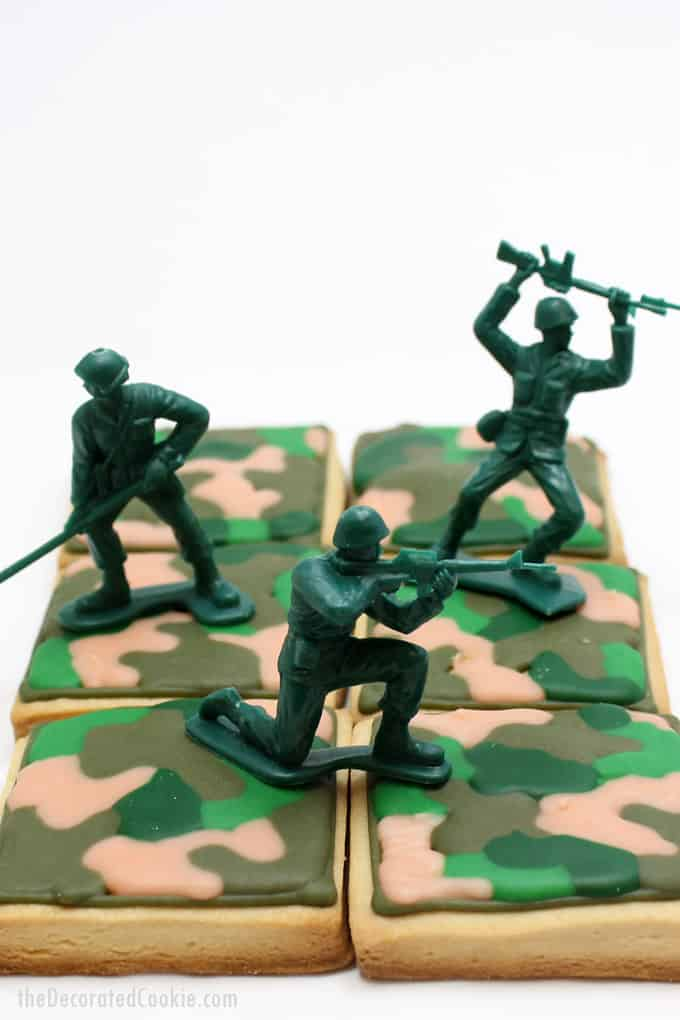 Army cookies: How to make and decorate camouflage (camo) cookies for the military. Veteran's Day or Memorial Day dessert idea. #ArmyCookies #CamoCookies #Camouflage #MemorialDayDesserts #VeteransDay #Military