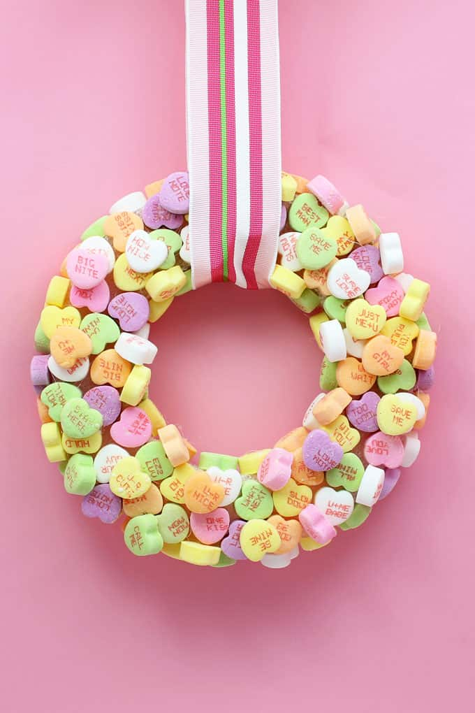 conversation heart crafts home decor for Valentine's Day -- Make a conversation heart wreath and conversation heart wall art