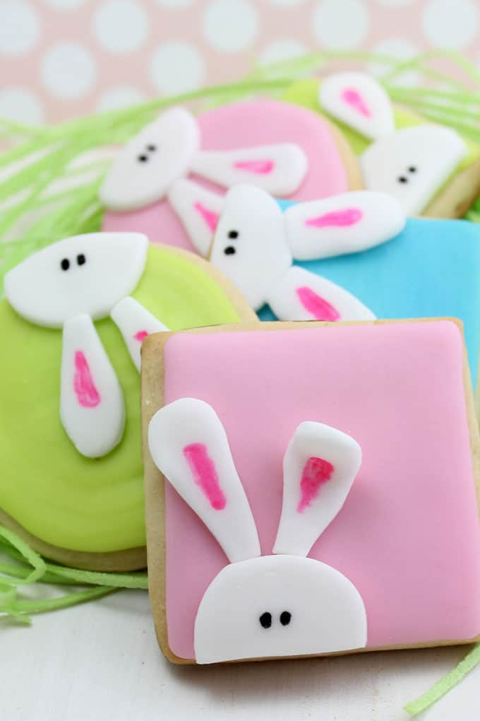How to decorate peeking bunny cookies for Easter.