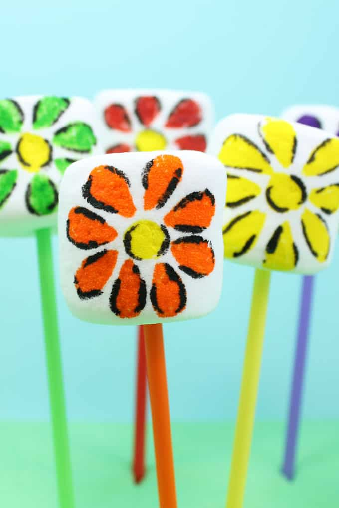 How to make easy rainbow flower marshmallows pops with food writers. An easy rainbow food idea for a unicorn party or rainbow party.
