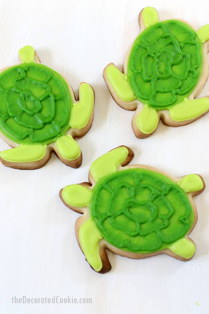 green turtle decorated cookies