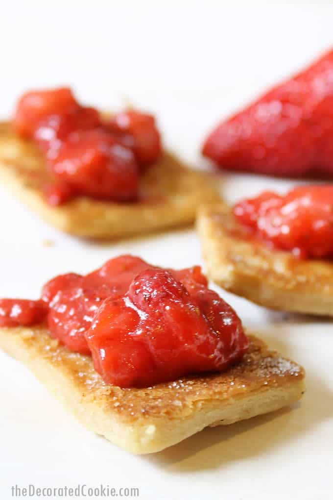 strawberry spread with pie chips