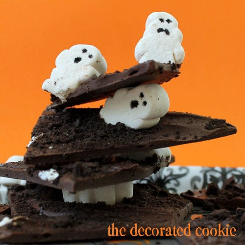 ghost marshmallows Halloween chocolate bark