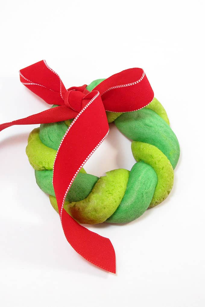 CHRISTMAS WREATH COOKIES _ Color cookie dough shades of green to make these easy Christmas wreath cookies.