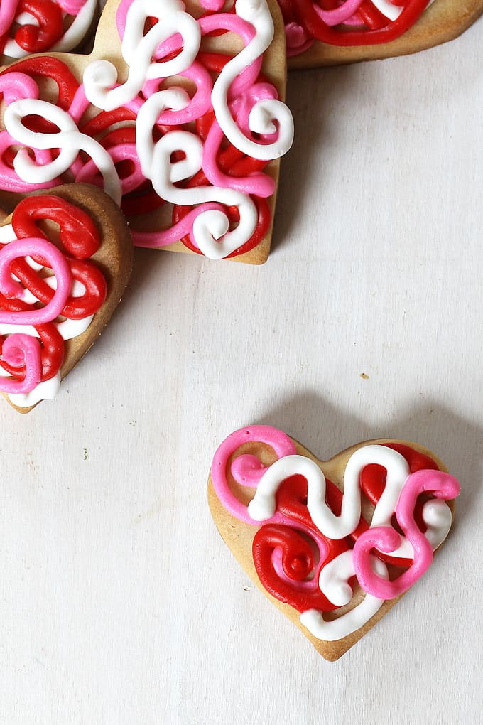 A simple method of decorating heart cookies for Valentine's Day using red and pink icing: How to decorate scribble heart cookies for Valentine's Day.