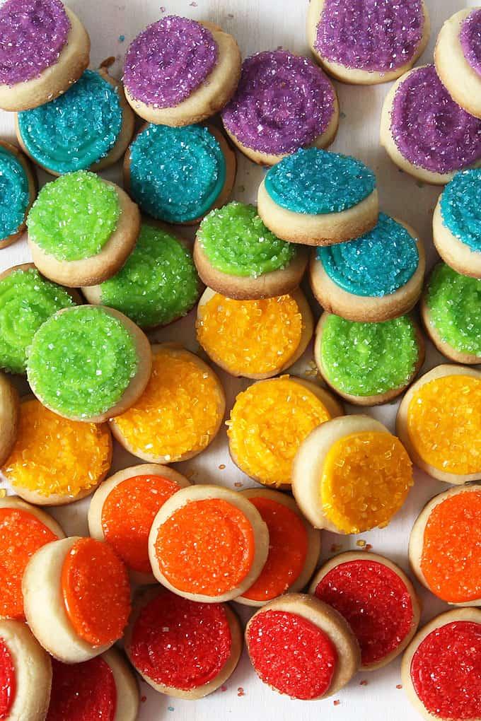 Mini rainbow cookies with sprinkles -- #Rainbowfood #unicornfood #cookies #sprinkles
