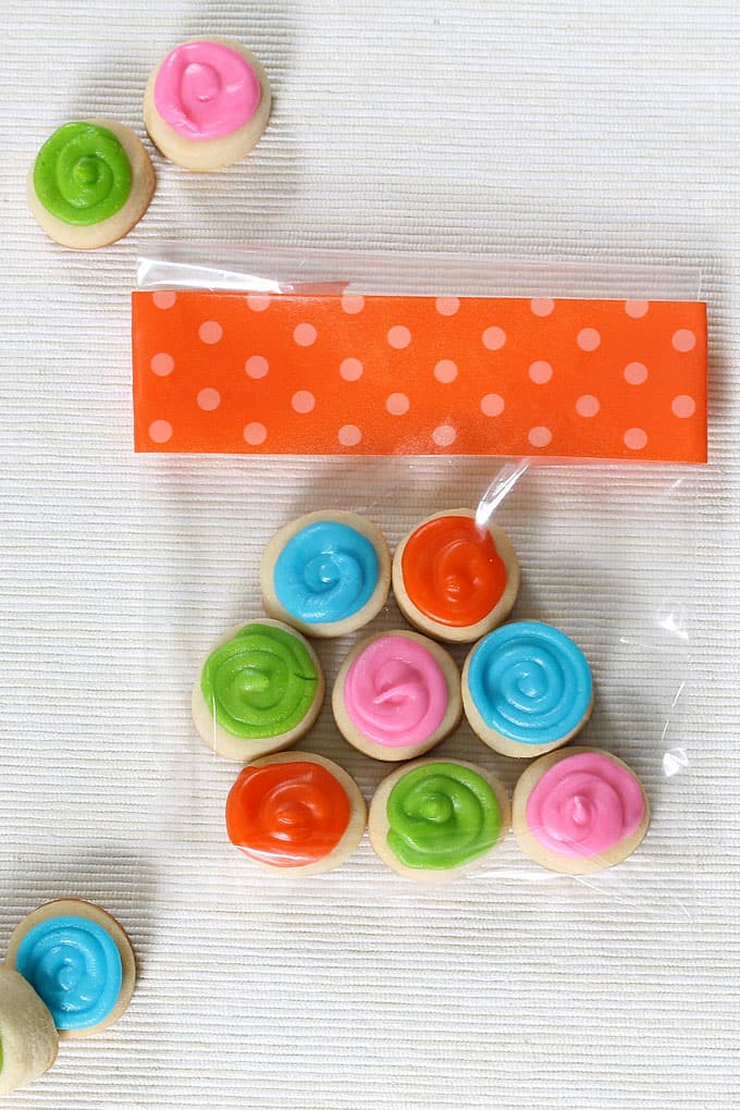 COOKIE SNACK PACKS: to-go snack packs of decorated cookies, colorful cookies for a birthday gift or for a party favor idea.