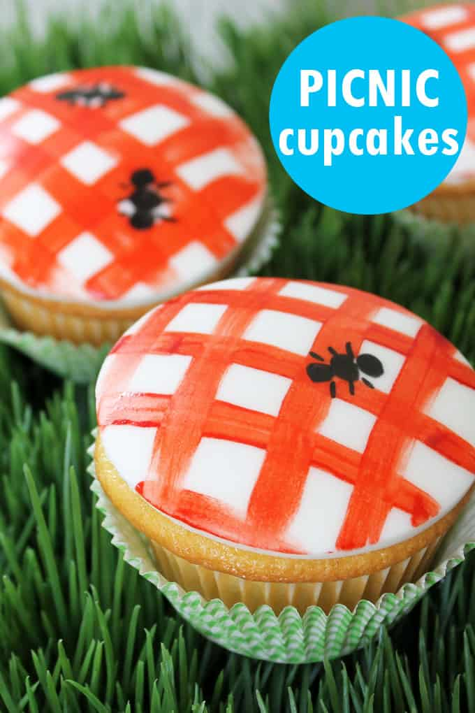 Summer cupcakes idea: Make picnic cupcakes (with ants) using food coloring pens and fondant. #SummerCupcakes #Picnic