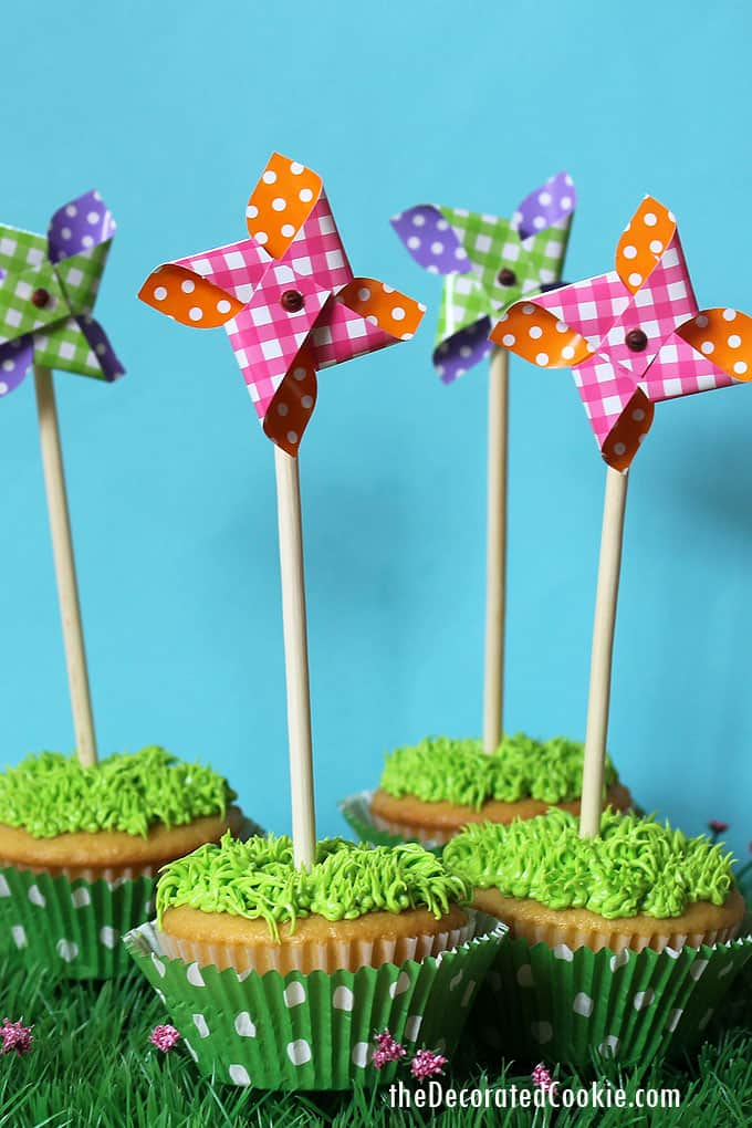 EASY PINWHEEL CUPCAKES -- how to pipe grass on cupcakes with green frosting and top summer cupcakes with store-bought pinwheels
