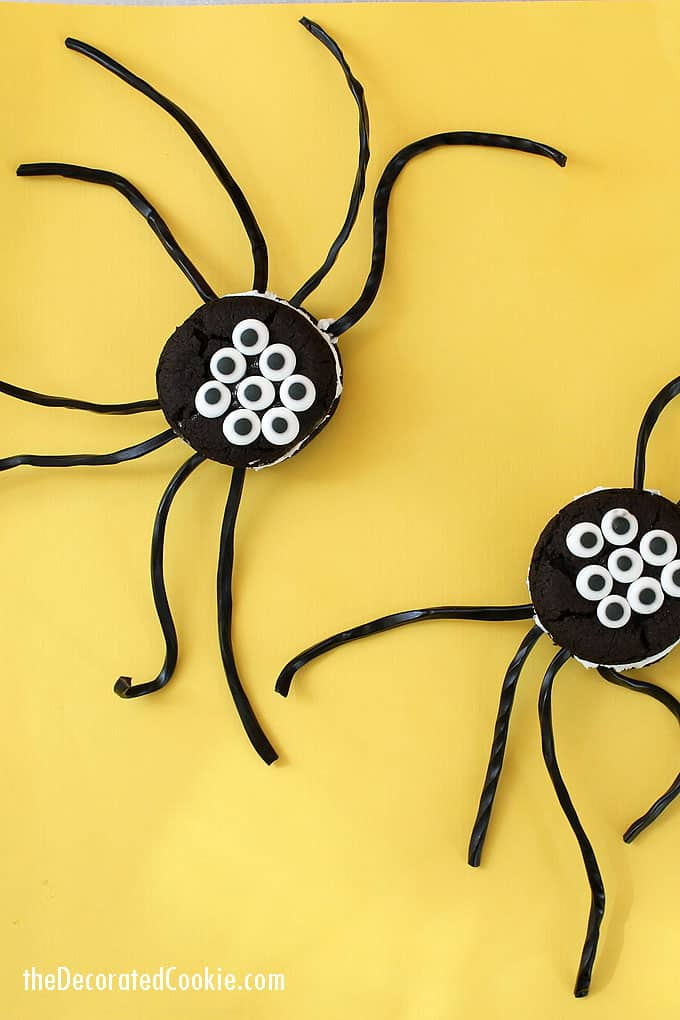 Easy Oreo Cakester spiders for Halloween. Quick Halloween treat to make using store-bought cookies, a fun food for your Halloween party. #halloween #partyfood #funfood #spiders #Oreos #OreoCakester #cookies
